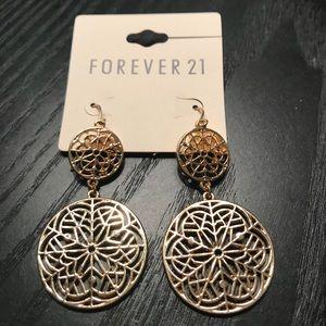 Jewelry - 🆕 NWT Gold earrings